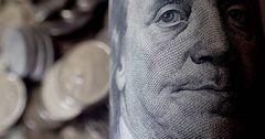 Не все кыргызстанцы проигрывают от роста доллара США — эксперт
