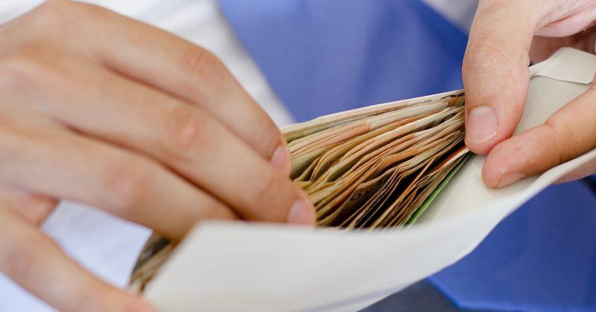 Средняя зарплата по Кыргызстану перевалила за 14 тысяч сомов
