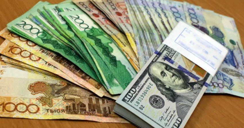 Обменные пункты Казахстана зафиксировали рекордно низкие продажи долларов