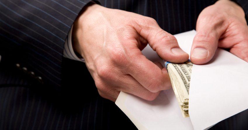 У бизнесмена вымогали 830 тысяч сомов за контракт на строительство ЛЭП