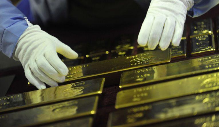 Золотовалютные резервы Казахстана сократились за год на 7%