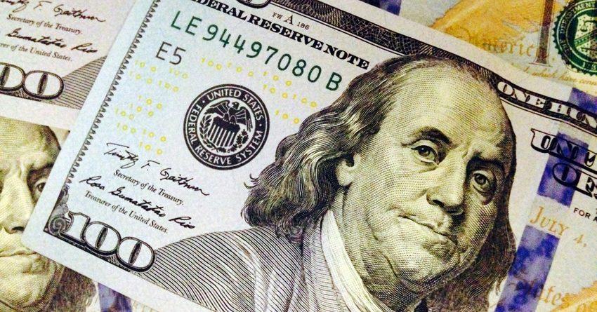 Нацбанк потратил на сдерживание курса доллара $11.85 млн