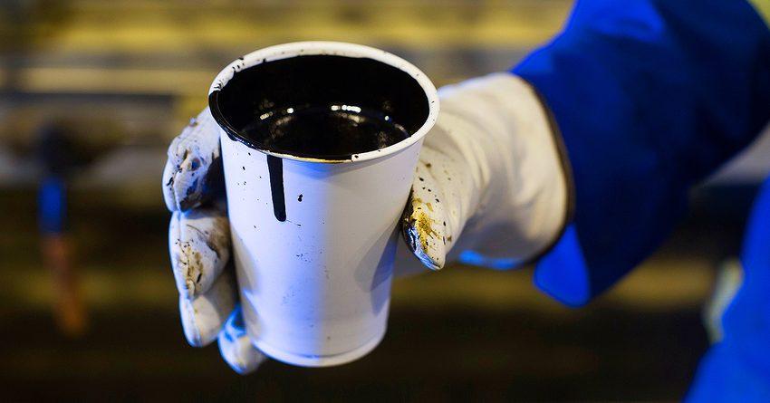 Продают без сертификатов на улицах в самодельных бочках и бутылках: как контрабандный бензин реализуют в Токмоке (видео)