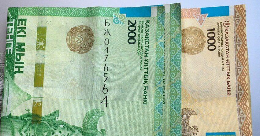 В Казахстане средняя зарплата составит $302