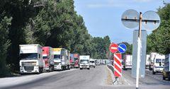 Казахстан признал вину за скопление большегрузов на госгранице