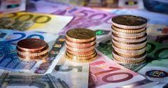 Евро в КР продолжает расти — уже почти 104 сома