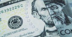 Доллар падает из-за отсутствия спроса — Нацбанк КР