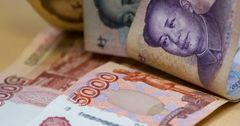 Россия и Китай отказались от доллара в пользу нацвалюты