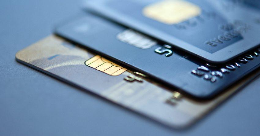 За год количество платежных карт в обращении выросло почти на 32%