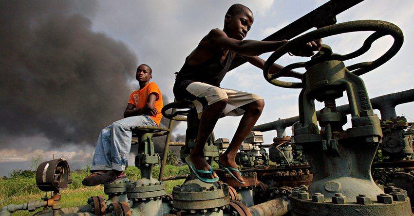 Запасы нефти вСША увеличились занеделю сильнее ожиданий