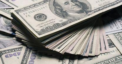 Доллар продается по 81 сому — курсы валют