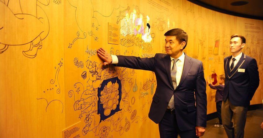 Премьер-министр КР посмотрел, как развивается IT в Казахстане