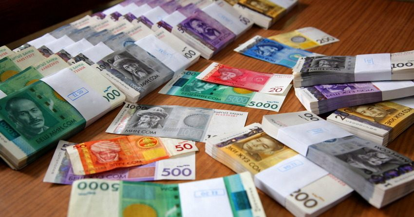 Сотрудники фискальных органов КР за январь-май 2017 года заработали 449 млн сомов