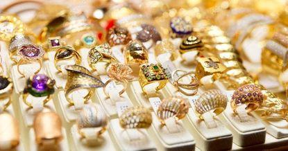 Ювелиры вынуждены ввозить золото нелегально – депутат