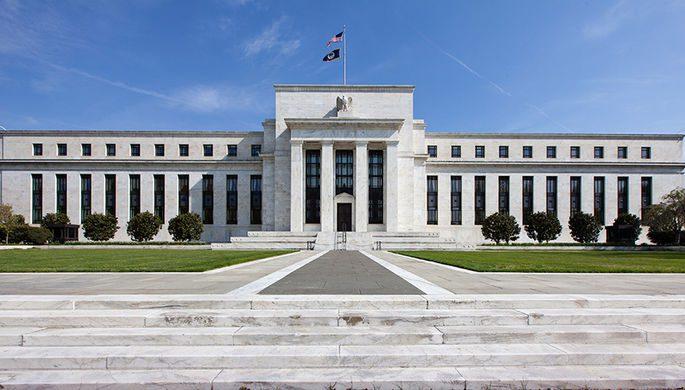 ФРС США экстренно снизила базовую ставку из-за коронавируса