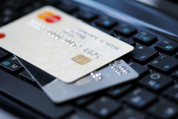 В правительстве утвердили Госпрограмму по увеличению доли безналичных платежей до 2022 года