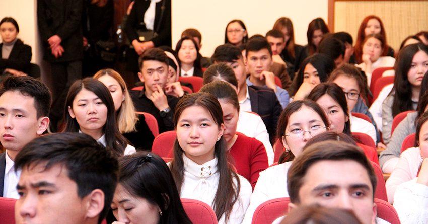 Всемирная неделя денег: студентам рассказали о бюджете и стимгрантах
