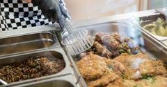На горячие обеды столичных школьников выделено 10.7 млн сомов