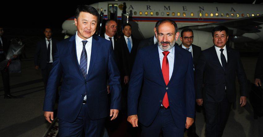 Армениянын Премьер-министри Никол Пашинян иш сапары менен Кыргызстанга келди