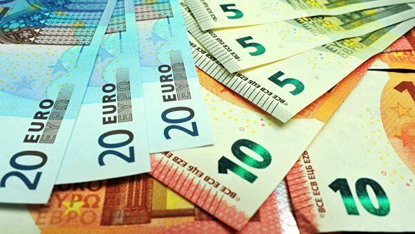 Официальный курс евро к сому за год вырос на 12.6 сома