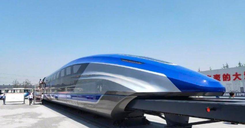 В Китае показали развивающий скорость до 600 км/ч поезд